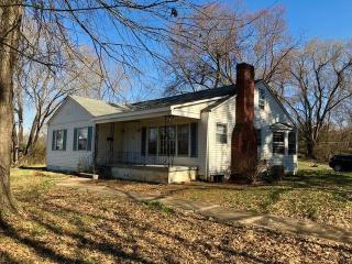 307 S Cherokee St, Jonesborough, TN 37659