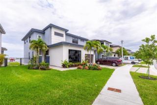 15552 NW 88th Ave, Hialeah Gardens, FL 33018