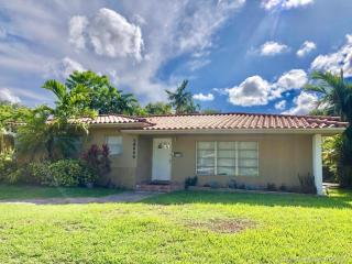 10650 NE 10th Pl, Miami Shores, FL 33138