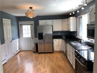 105 Elm St, Guilford, CT 06437