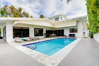 1922 NE 119th Rd, Miami, FL 33181