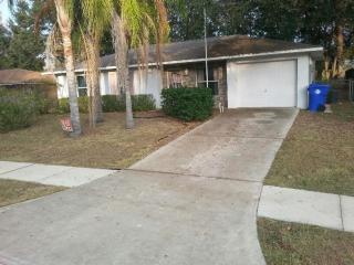 520 Park Glen Dr, Tavares, FL 32778