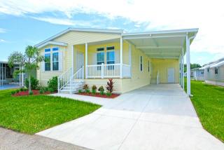 13215 Grape Ave, Grand Island, FL 32735