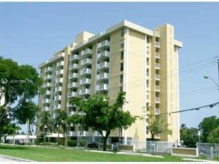 2020 NE 135th St #204, North Miami, FL 33181