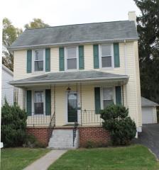 14 E Pennsylvania Ave, Stewartstown, PA 17363
