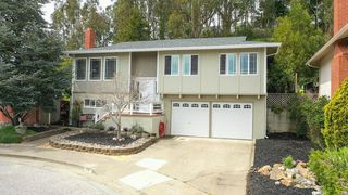 26 Spruce Ct, Pacifica, CA 94044