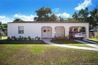 930 NE 141st St, North Miami, FL 33161