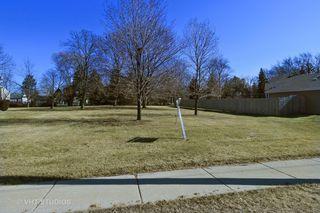 35 S Oplaine Rd, Gurnee, IL 60031