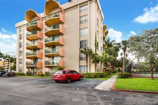 9310 Fontainebleau Blvd #212, Miami, FL 33172