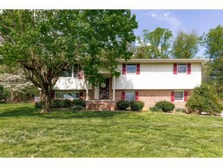 618 Seven Oaks Dr, Mount Carmel, TN 37645