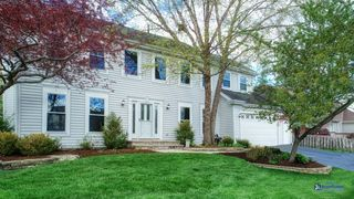 740 Waterford Dr, Grayslake, IL 60030