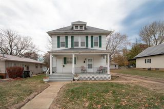 302 S Ferkel St Columbia Il 62236 4 Bed Multi Family Home 7