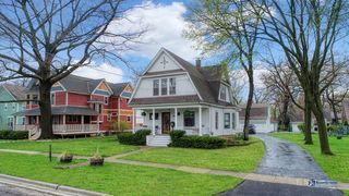 32 Oak Ave, Grayslake, IL 60030