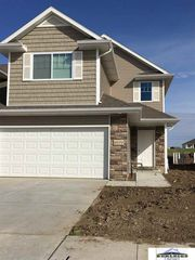 8216 Flintlock Cir, Lincoln, NE 68526