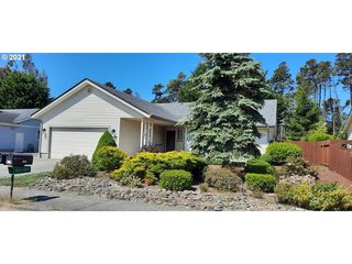 3929 Spruce St, Florence, OR 97439