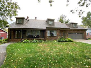 14 W Manor Dr, Pontiac, IL 61764