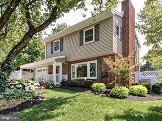 570 Old Orchard Ln, Camp Hill, PA 17011
