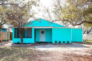 226 Lakeview Dr, Rockport, TX 78382