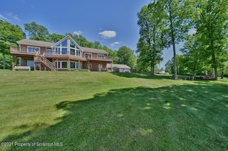748 Overlook Rd, Carbondale, PA 18407