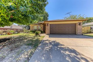 313 Sweetwater Dr, Weatherford, TX 76086