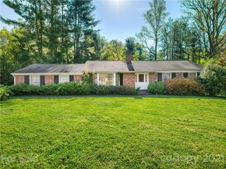 112 Hawthorn Dr, Hendersonville, NC 28791