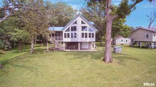1460 Cedarview Dr, Muscatine, IA 52761