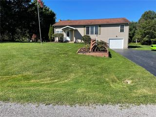 10907 Campbell Rd, Conneaut Lake, PA 16316