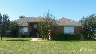 1081 Treehouse Ln, Red Oak, TX 75154
