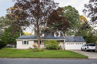 391 Renee Dr, Bayport, NY 11705