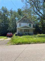 928 Baird St, Akron, OH 44306