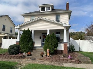 463 S 4th Ave, Middleport, OH 45760