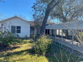103 Fannin St, George West, TX 78022