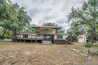 139 Romian Way, Lakehills, TX 78063