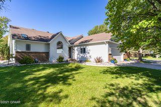 212 Windward Hills Ave, Grand Forks, ND 58201
