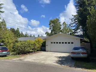 5590 S Shore Dr, Florence, OR 97439