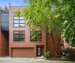 2038 W Willow St #A, Chicago, IL 60647