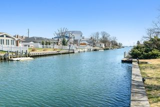 15 Dolphin Rd, East Quogue, NY 11942