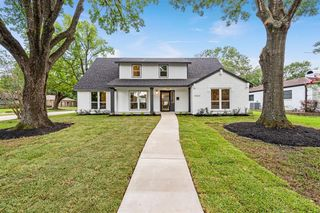 10603 Valley Forge Dr, Houston, TX 77042