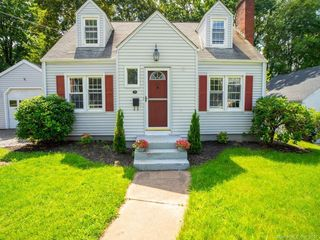 30 Oleary Dr, Manchester, CT 06040