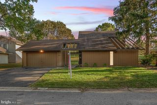 10701 Wayridge Dr, Montgomery Village, MD 20886