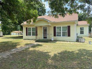 111 N Hall St, Montague, TX 76251