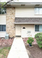 1745 Robin Walk #C, Hoffman Estates, IL 60169