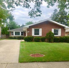 825 Austin Ave, Park Ridge, IL 60068
