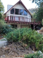 1074 Yellowstone Dr, Wrightwood, CA 92397