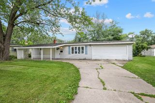 529 Avalon Dr, Dyer, IN 46311