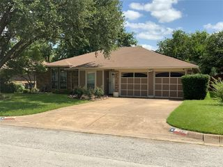 7432 Sandywoods Ct, Fort Worth, TX 76112