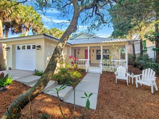 914 E 1st Ave, New Smyrna Beach, FL 32169