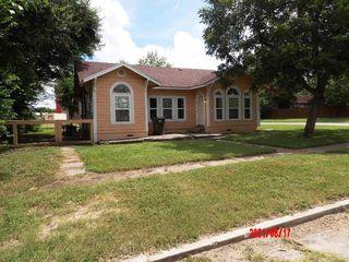 321 W Nichols St, Kenedy, TX 78119