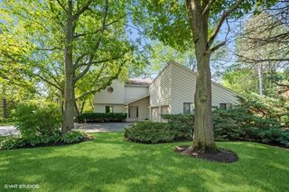 126 Glen Rd, Hawthorn Woods, IL 60047