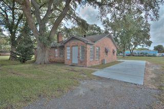 7933 Broadway St, Pearland, TX 77581